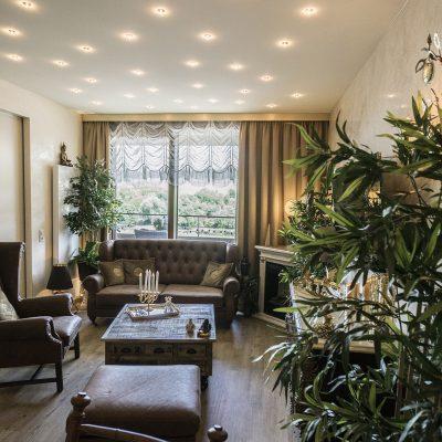 Eigentumswohnung Schengen - Wohnzimmer nachher - Wandgestaltung eleganter Putz - Designfußboden - Spanndecke und Beleuchtungskonzept 2