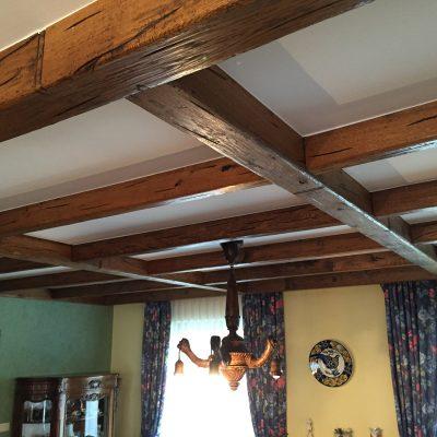 Wohnzimmerdecke vor den Renovierungen